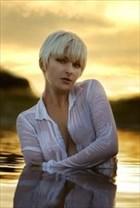 Laura J Draycon