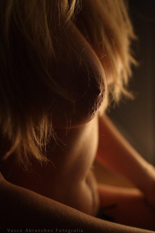 %C3%A0 luz de um candeeiro Erotic Photo by Photographer Vasco Abranches