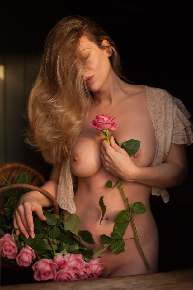 %E2%80%9CI'd rather have roses on my table than diamonds on my neck.%E2%80%9D %E2%81%A3 %E2%81%A3 Artistic Nude Photo by Model Muse