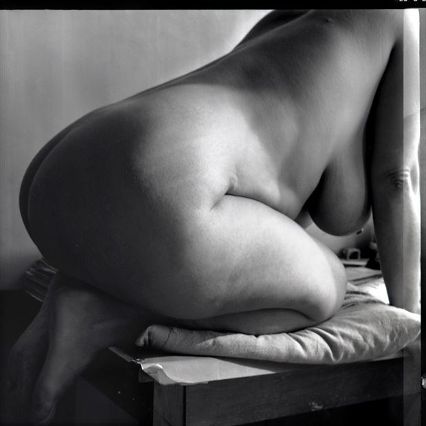 c artistic nude photo by photographer nicolas mocan