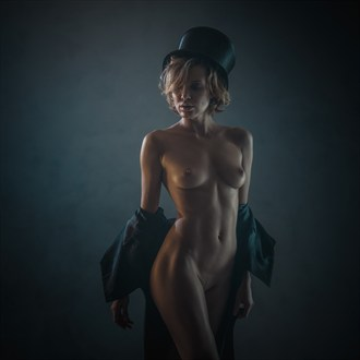lady in the hat Artistic Nude Photo by Photographer dml