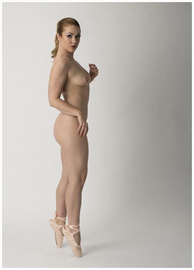 A pointe Artistic Nude Photo by Photographer Tommy 2's