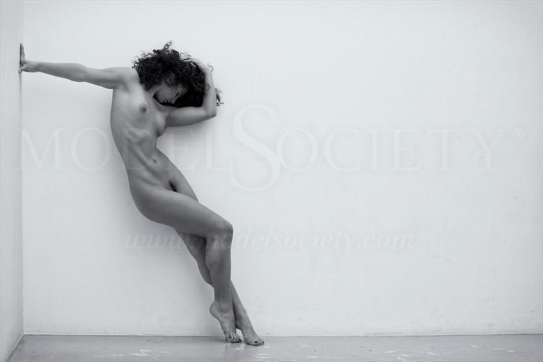 Against the wall Artistic Nude Photo by Photographer BenErnst