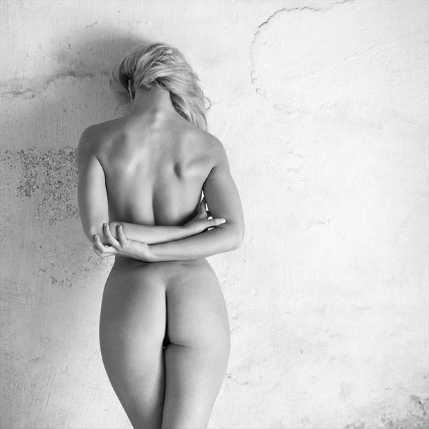 Against the wall Artistic Nude Photo by Photographer Mike Brown