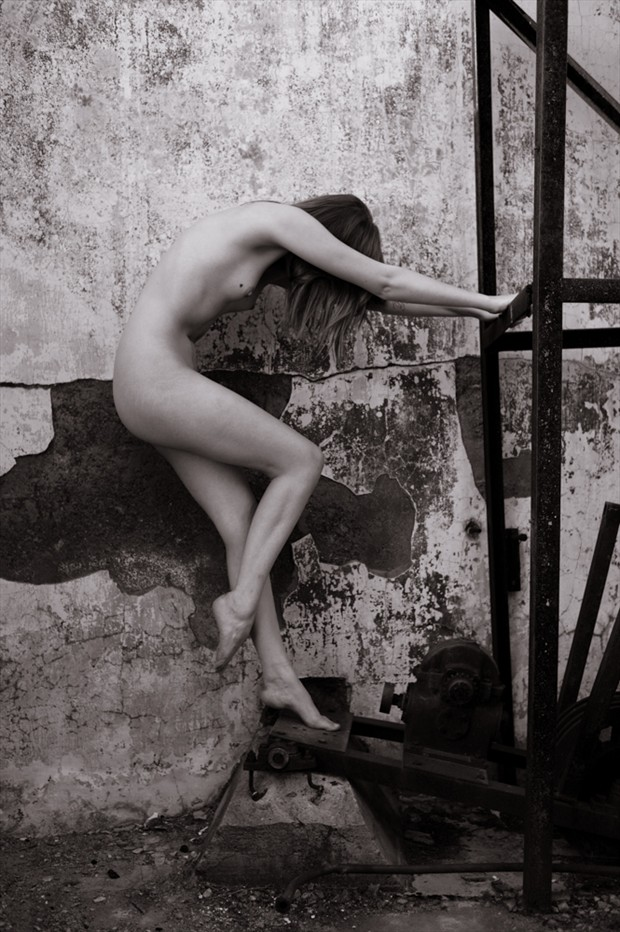 All that Remains Artistic Nude Photo by Model Sylph Sia