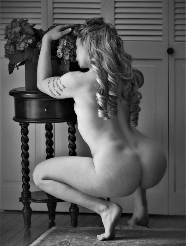 April 2018 Artistic Nude Photo by Model Alexandra Vincent