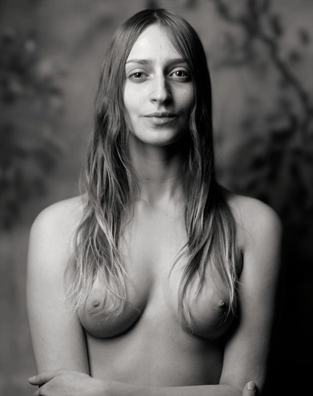 Archaic Smile Artistic Nude Photo by Photographer Ektar