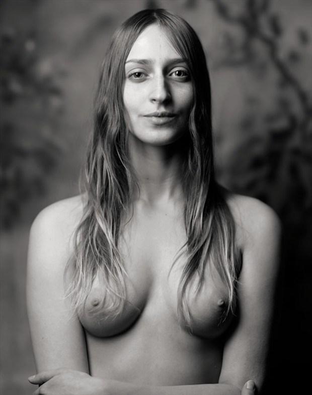 Archaic Smile Artistic Nude Photo by Photographer Ektar