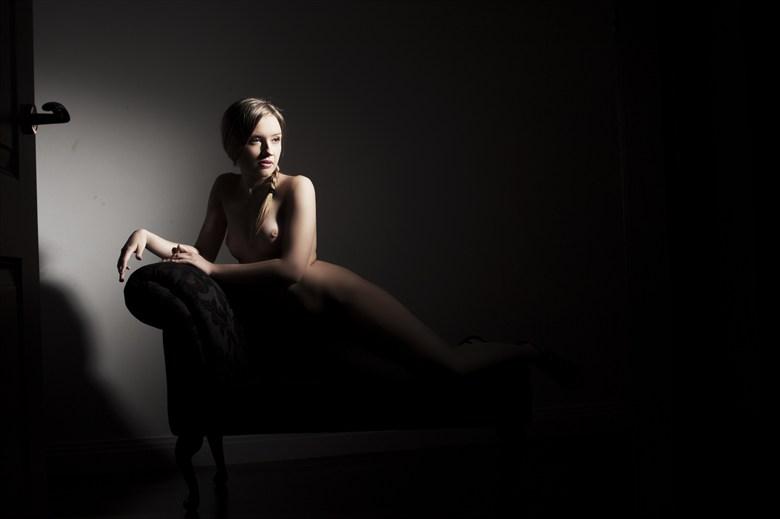 Artistic Nude Chiaroscuro Photo by Model Elina
