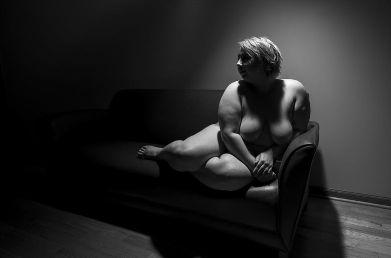 Artistic Nude Chiaroscuro Photo by Photographer Axiaelitrix