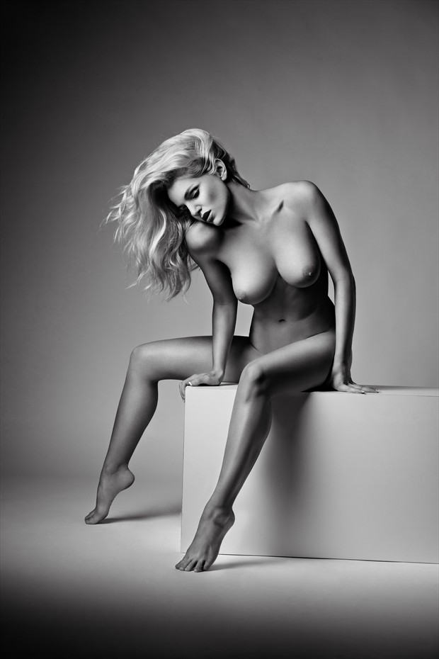 Artistic Nude Chiaroscuro Photo by Photographer Lorance Photography