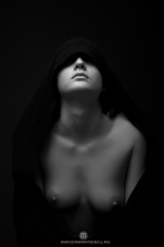 Artistic Nude Chiaroscuro Photo by Photographer Mircea Marinescu