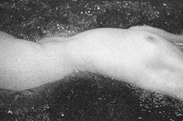 Artistic Nude Chiaroscuro Photo by Photographer ewe