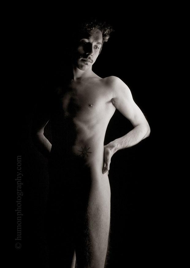 Artistic Nude Chiaroscuro Photo by Photographer humon photography