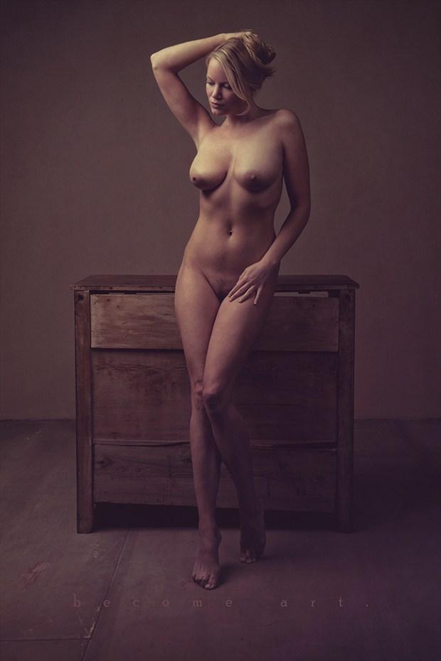 Artistic Nude Erotic Photo by Model Caroline Summers