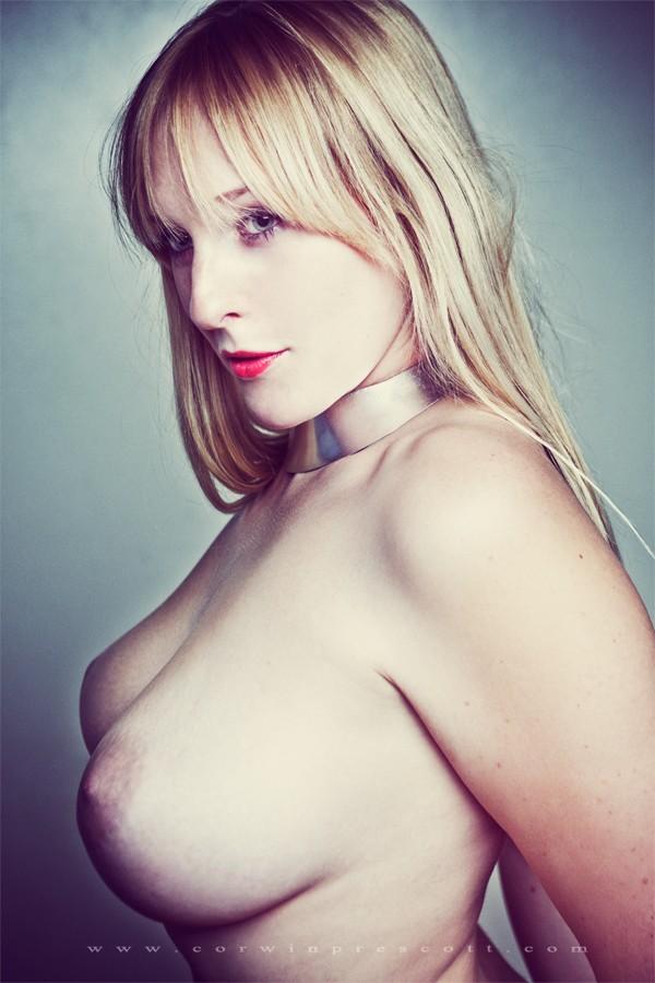 Artistic Nude Erotic Photo by Model NicoleNudes