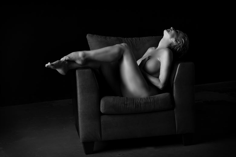 Artistic Nude Erotic Photo by Model Sirsdarkstar