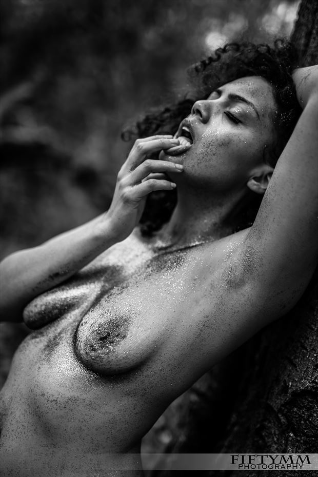 Artistic Nude Photo by Model TigerLily