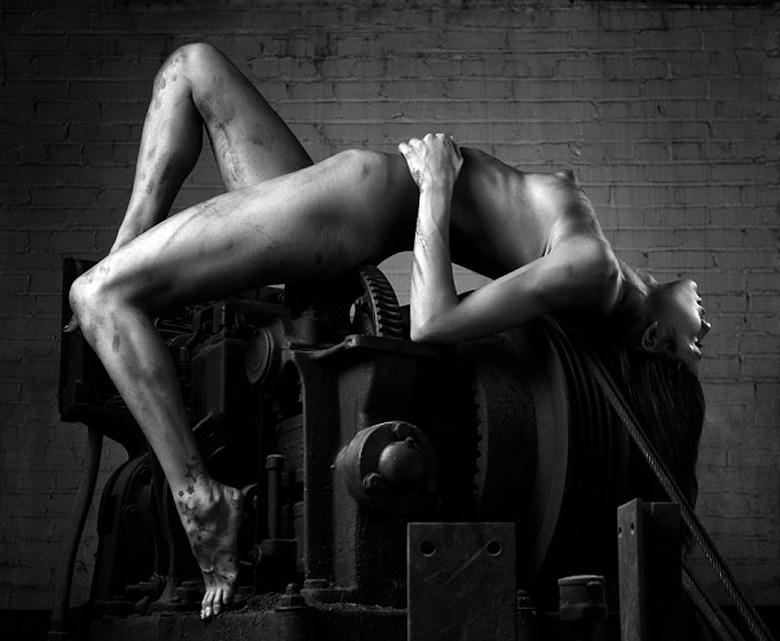 Artistic Nude Photo by Photographer VisualRamblings