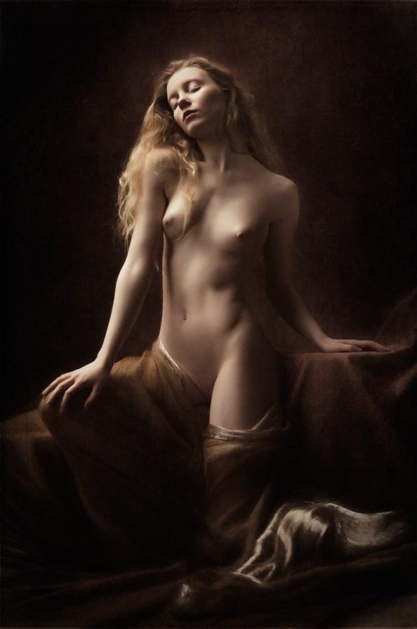 Artistic Nude Sensual Photo by Model Lulu Lockhart