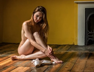 Artistic Nude Studio Lighting Photo by Photographer UWtog