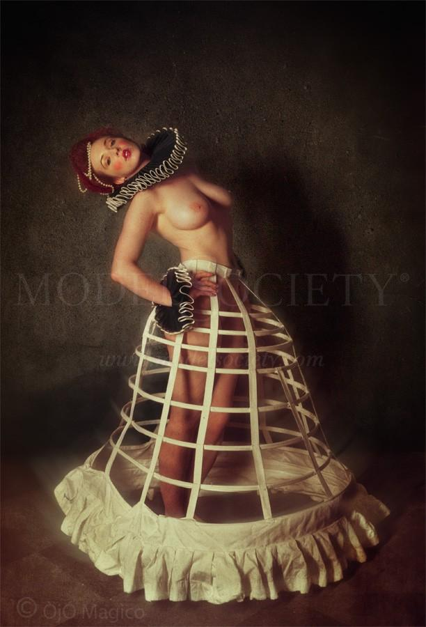 Artistic Nude Vintage Style Photo by Photographer OjO Magico