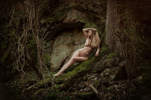 As twilight creeps and shadows stir... Artistic Nude Photo by Model Muse