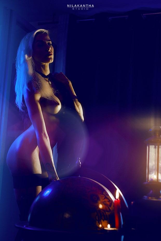 Au Monde Artistic Nude Photo by Photographer Nilakantha