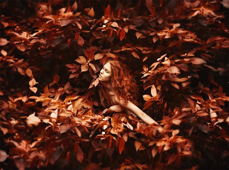 Autumn colors Artistic Nude Photo by Photographer Pavel Ryzhenkov