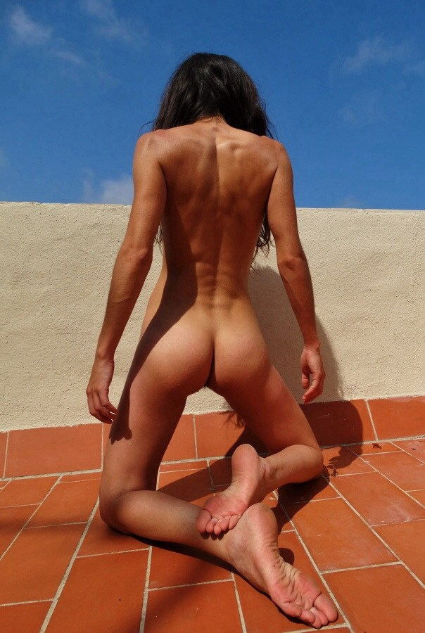 Back by Bus Artistic Nude Photo by Model Eva Lunia