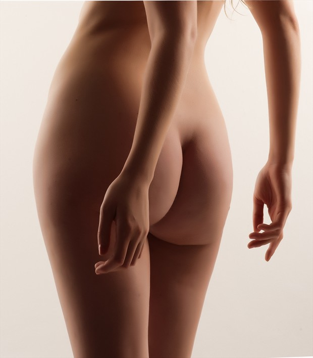 Back view Artistic Nude Photo by Photographer Ray Kirby