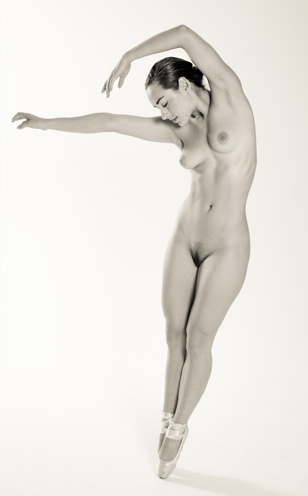 Ballet Nu Artistic Nude Photo by Photographer Risen Phoenix