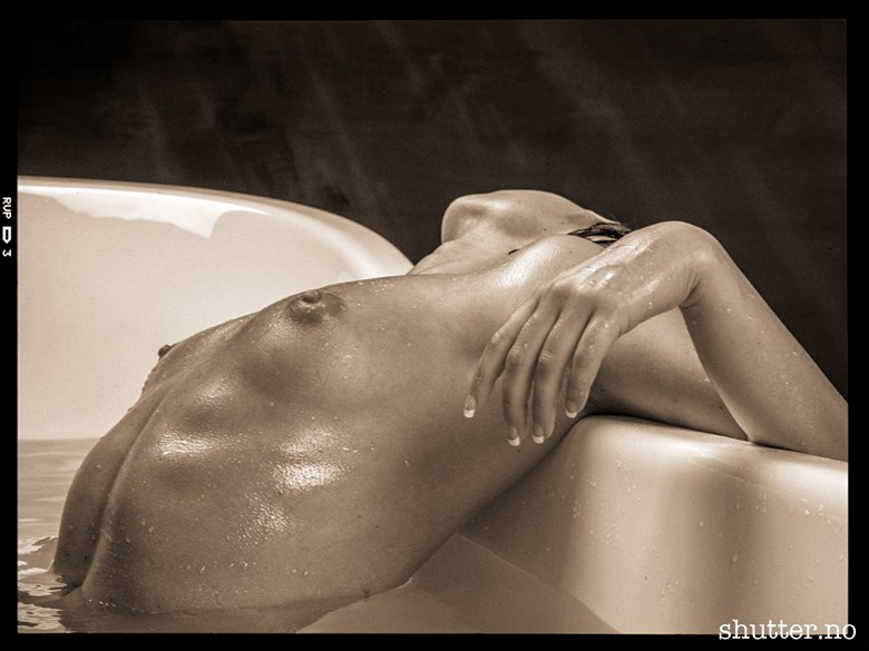 Bath Artistic Nude Photo by Photographer Jan Petter K