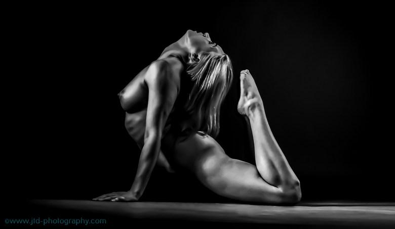 Bend backwards Artistic Nude Photo by Model Em Theresa
