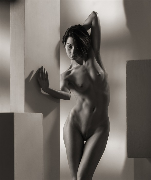 Bends Artistic Nude Photo by Photographer dml