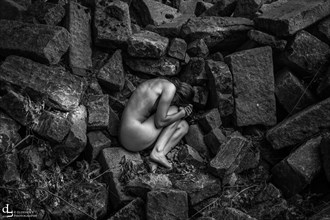 Between the rocks Artistic Nude Artwork by Photographer Eldehen