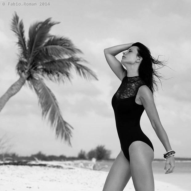 Bikini Sensual Photo by Model Elyyy
