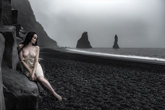 Black sand Artistic Nude Photo by Photographer Odinntheviking