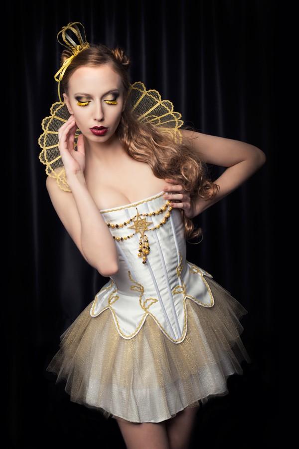 Bloody countess Glamour Photo by Photographer Antonia Glaskova
