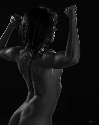 Body buildr 002 Artistic Nude Photo by Photographer LeoReinfeld