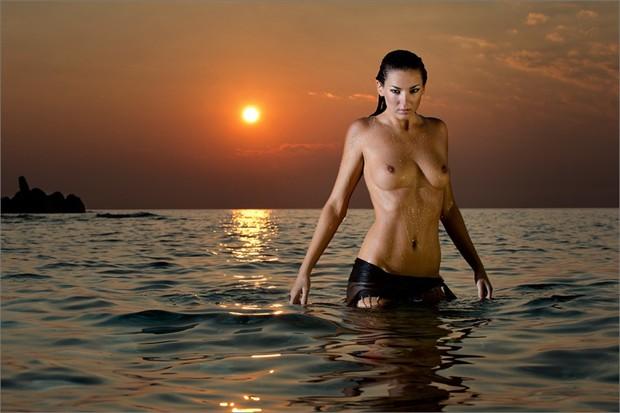 Bond Girl Artistic Nude Photo by Photographer Martin Zurm%C3%BChle