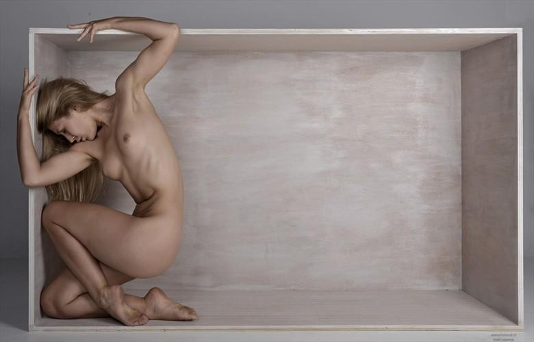 Box   Raphaella Artistic Nude Photo by Photographer Roelf Rozema Fotocol
