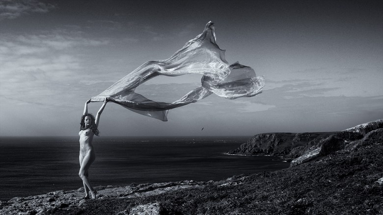 Catch the wind Artistic Nude Photo by Photographer Symesey