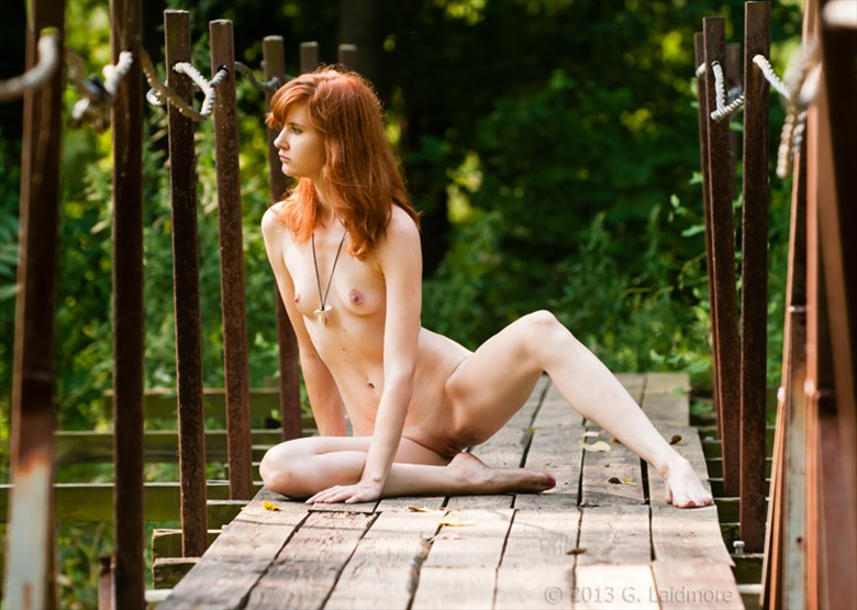 Caught In the Middle  Artistic Nude Photo by Model Cameo Michelle