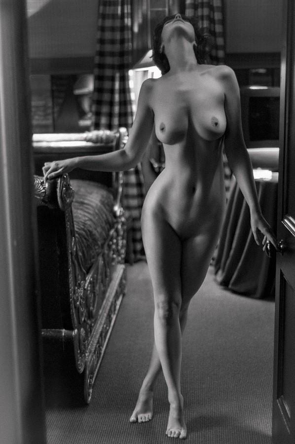 Chelsea Noir Artistic Nude Photo by Model Allegra