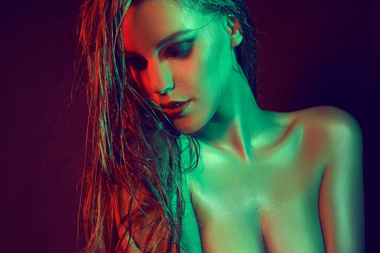 Cold and warm Studio Lighting Photo by Model Rubia Stri