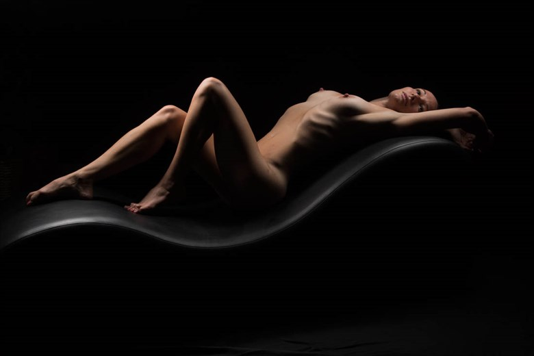 Contour Artistic Nude Photo by Model Hummingbird Star