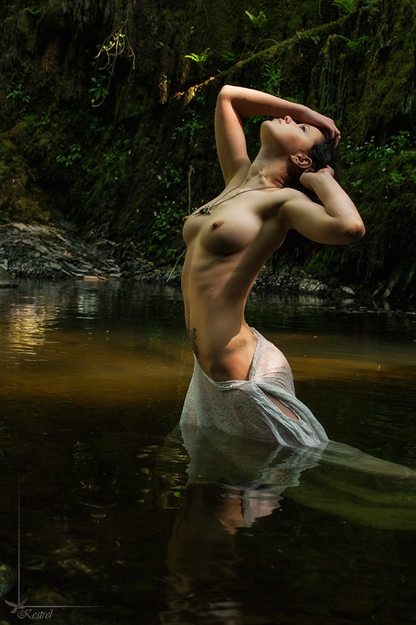Cooling Off. Artistic Nude Photo by Photographer Kestrel