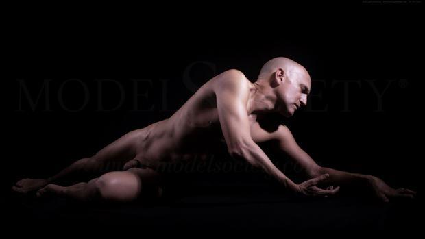 Crawling Back Artistic Nude Photo by Model Avid Light