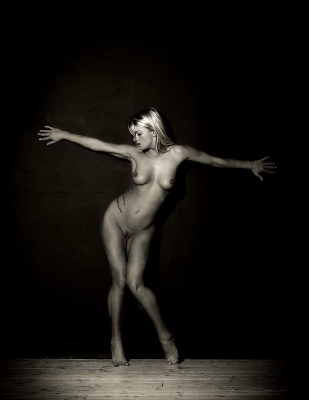 Crocifiggere Artistic Nude Photo by Photographer John Logan